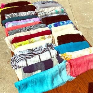 Accessories - Women's Scarves (bundle of 35)